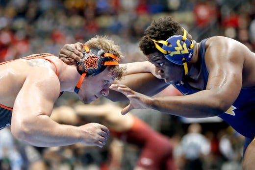 Best Auto Spencer Iowa >> NCAA Wrestling: Iowa's Spencer Lee repeats as a national champion