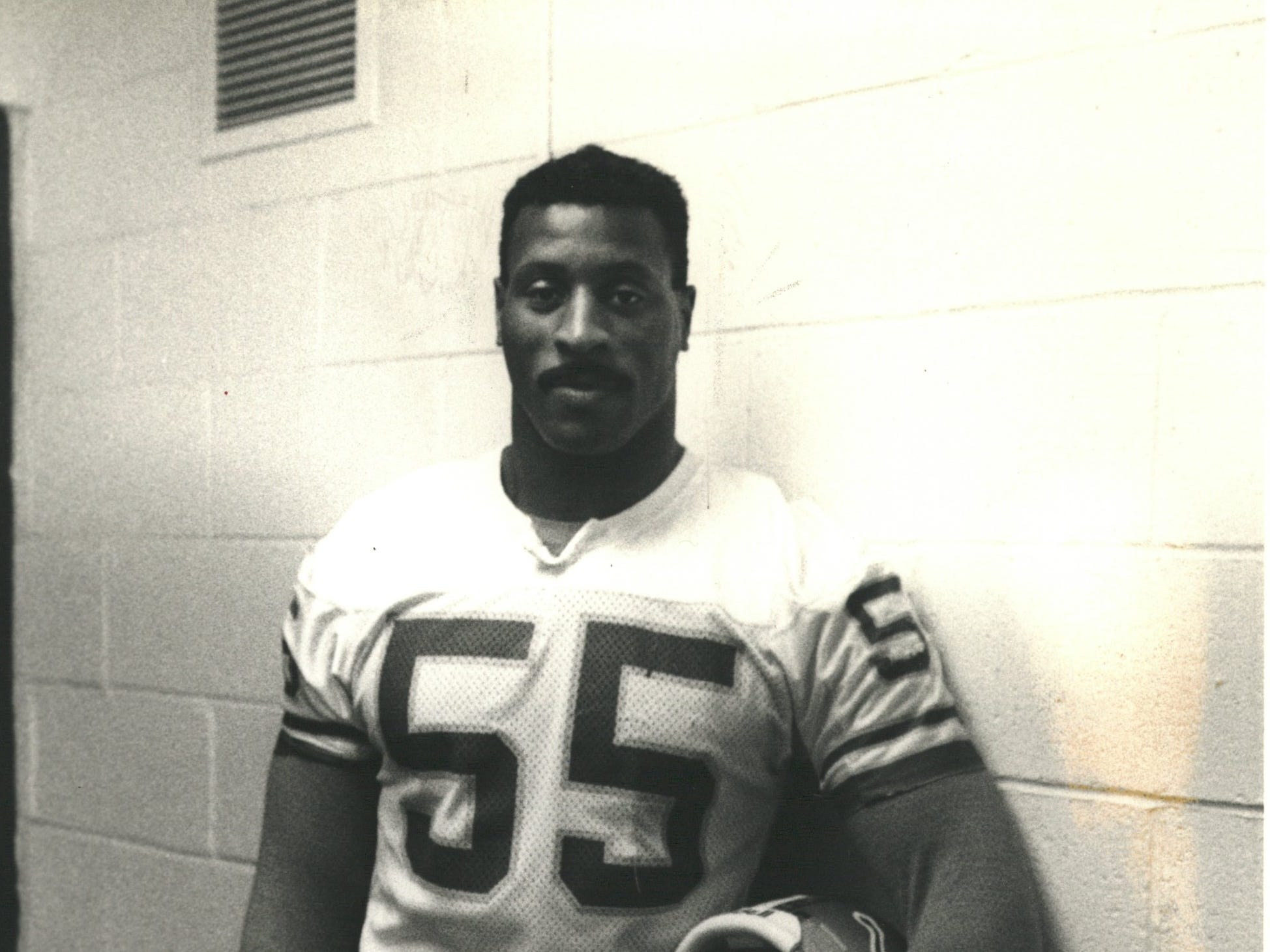 Mike Cofer with the Detroit Lions.