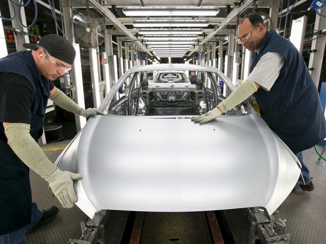 GM plans to make new electric car, spend $300M, hire 400 workers in Lake Orion