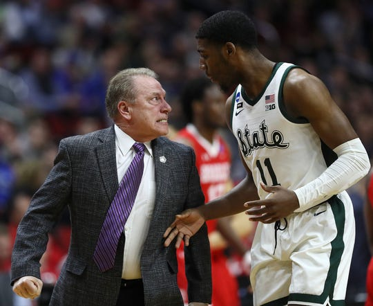 Michigan State coach Tom Izzo glares at Aaron Henry after a play during MSU's 76-65 win over Bradley in the first round of the NCAA tournament on Thursday, March 21, 2019 in Des Moines, Iowa.