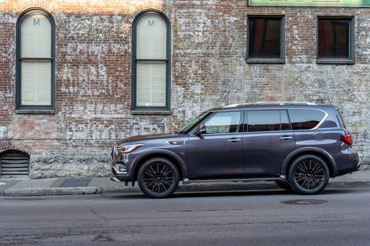 The 2019 QX80 LIMITED exterior features include specially designed dark machine-finished 22-inch forged aluminum-alloy wheels; satin chrome exterior trim, roof rails and crossbars; and unique front and rear bumper lower treatment.