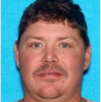 Hardin County man wanted by U.S. Marshals in connection with fire department burglary