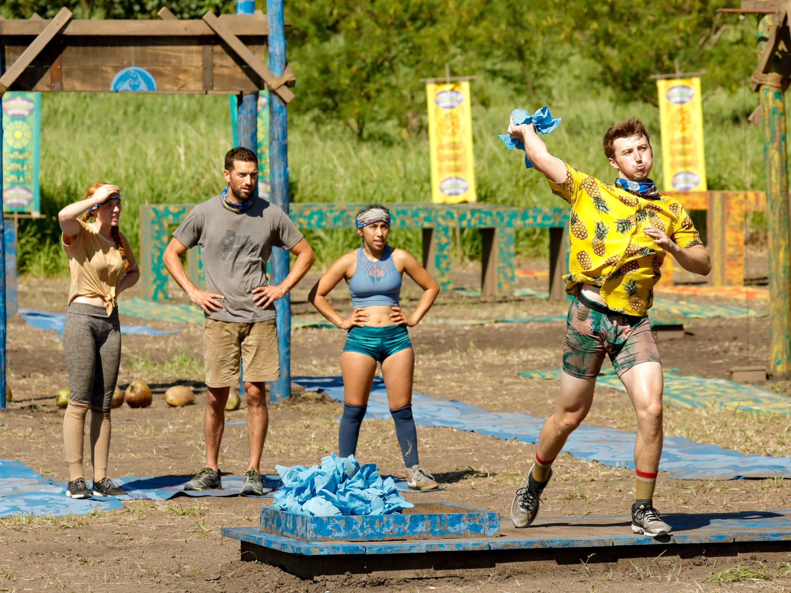 "Victoria Baamonde, Eric Hafemann, Wendy Diaz and Gavin Whitson compete in a challenge on ""Survivor: Edge of Extinction."""