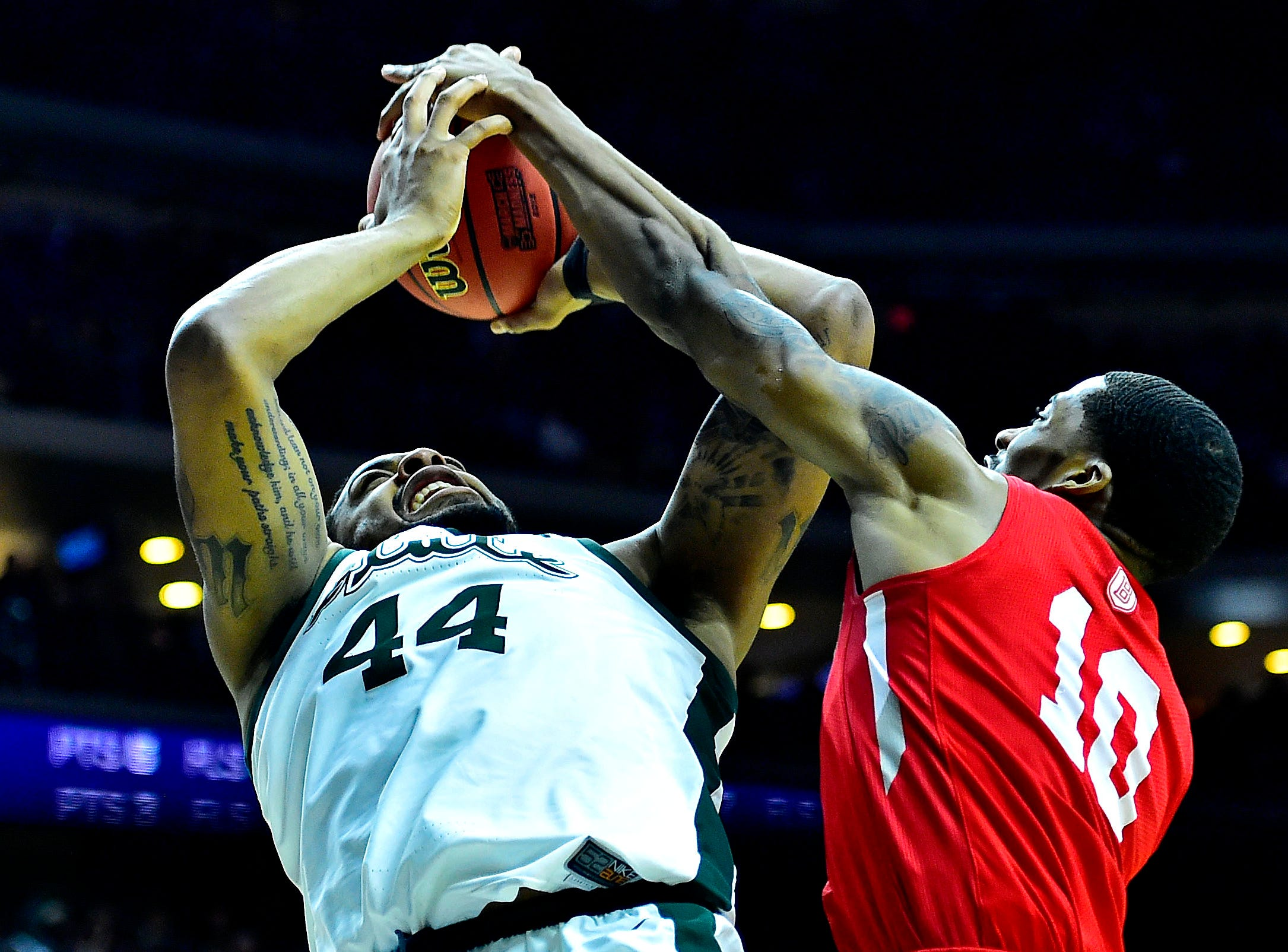 Mar 21, 2019; Des Moines, IA, United States; Michigan State Spartans forward Nick Ward (44) drives to the basket against Bradley Braves forward Elijah Childs (10) \d1\ in the first round of the 2019 NCAA Tournament at Wells Fargo Arena. Mandatory Credit: Jeffrey Becker-USA TODAY Sports