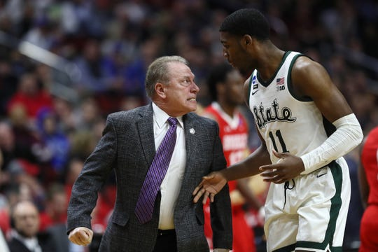 Head coach Tom Izzo of the Michigan State Spartans glares at Aaron Henry #11 after a play during their game in the First Round of the NCAA Basketball Tournament against the Bradley Braves at Wells Fargo Arena on March 21, 2019 in Des Moines, Iowa.