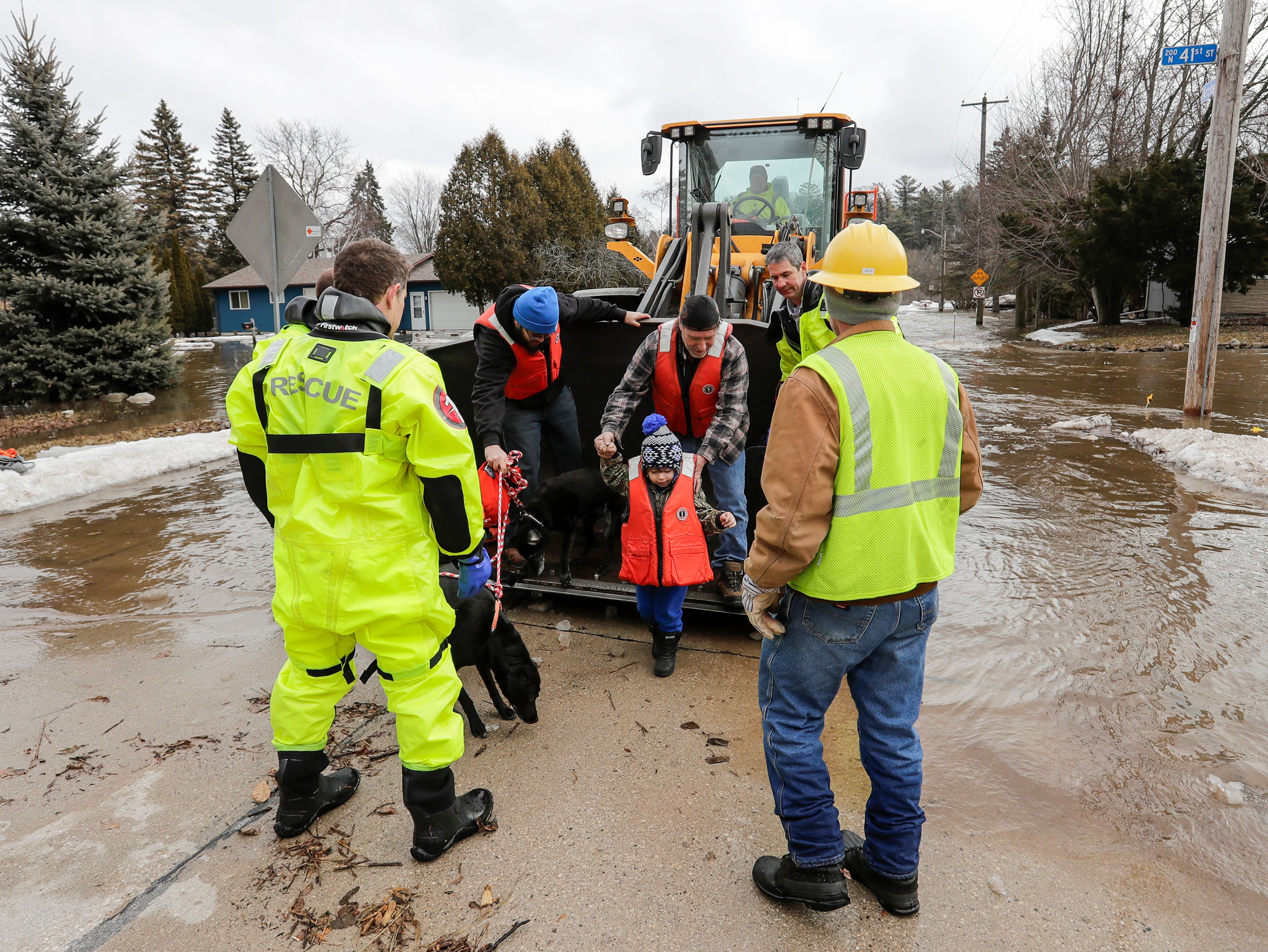 Manitowoc Fire and Rescue teams evacuate residents at 41st and Archer after an ice jam on the Manitowoc River caused severe flooding on the block Thursday, March 21, 2019, in Manitowoc, Wis. Joshua Clark/USA TODAY NETWORK-Wisconsin