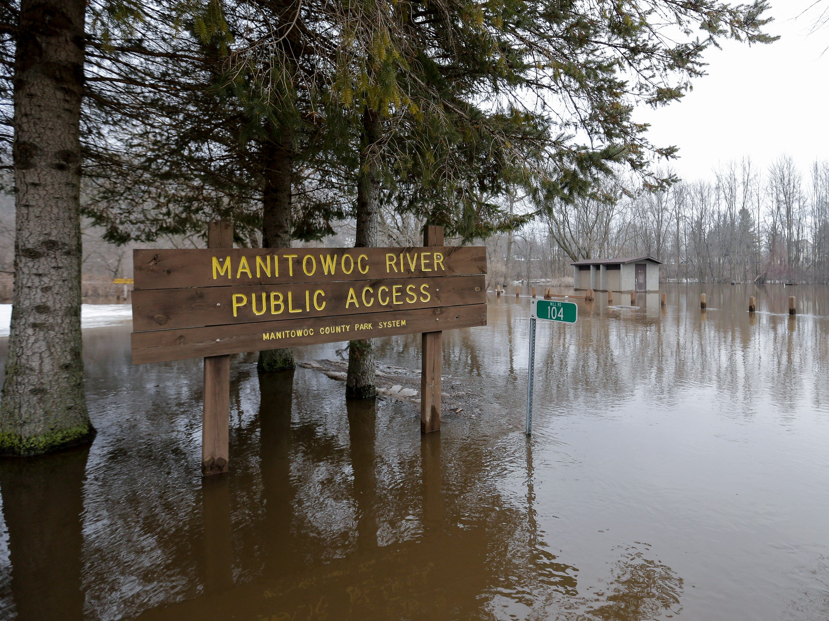 An ice jam on the Manitowoc River causes severe flooding near Mill Road Wednesday, March 20, 2019, in Manitowoc, Wis. Joshua Clark/USA TODAY NETWORK-Wisconsin