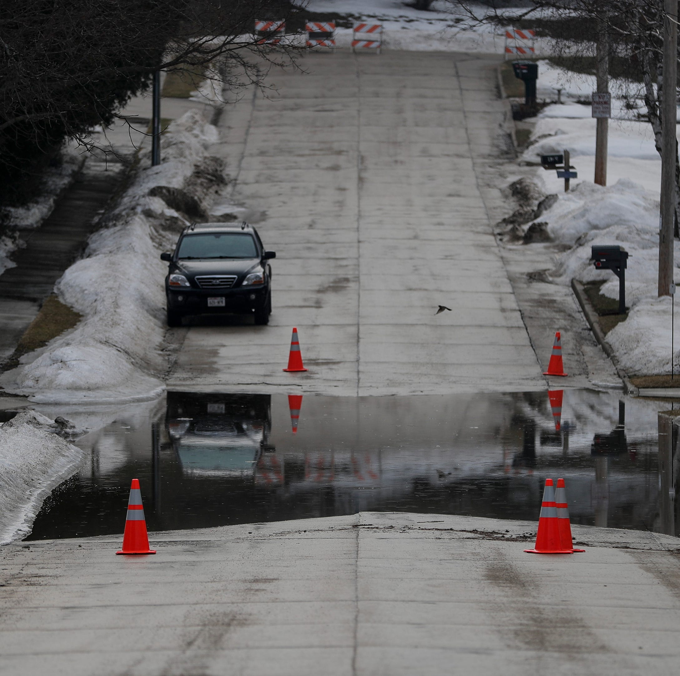 Manitowoc flood: City closes portion of Delta Street because of high water levels