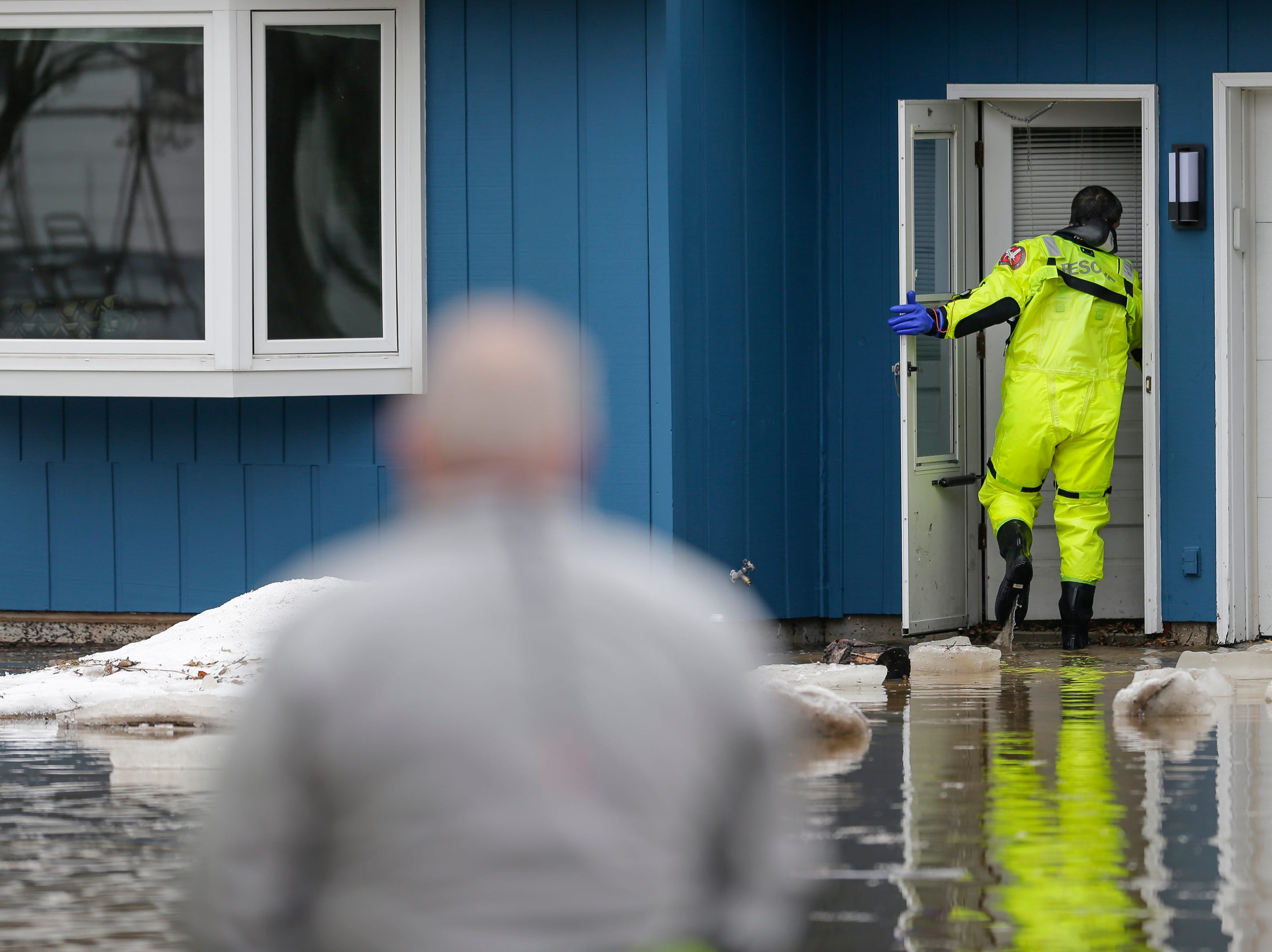 Firefighters evacuate residences near 41st and Archer after an ice jam on the Manitowoc River causes sever flooding Thursday, March 21, 2019, in Manitowoc, Wis. Joshua Clark/USA TODAY NETWORK-Wisconsin