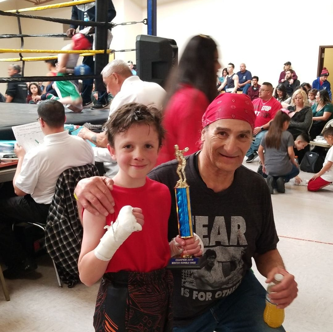 Inexperienced young boxer wins bout