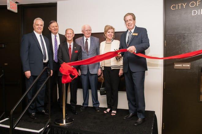 L to R: Eisenhower Health Executive Vice President and COO, Marty Massiello, Eisenhower President and CEO, G. Aubrey Serfling, Rancho Mirage Council Members: Ted Weill, Dana Hobart, Iris Smotrich, and Mayor Richard Kite