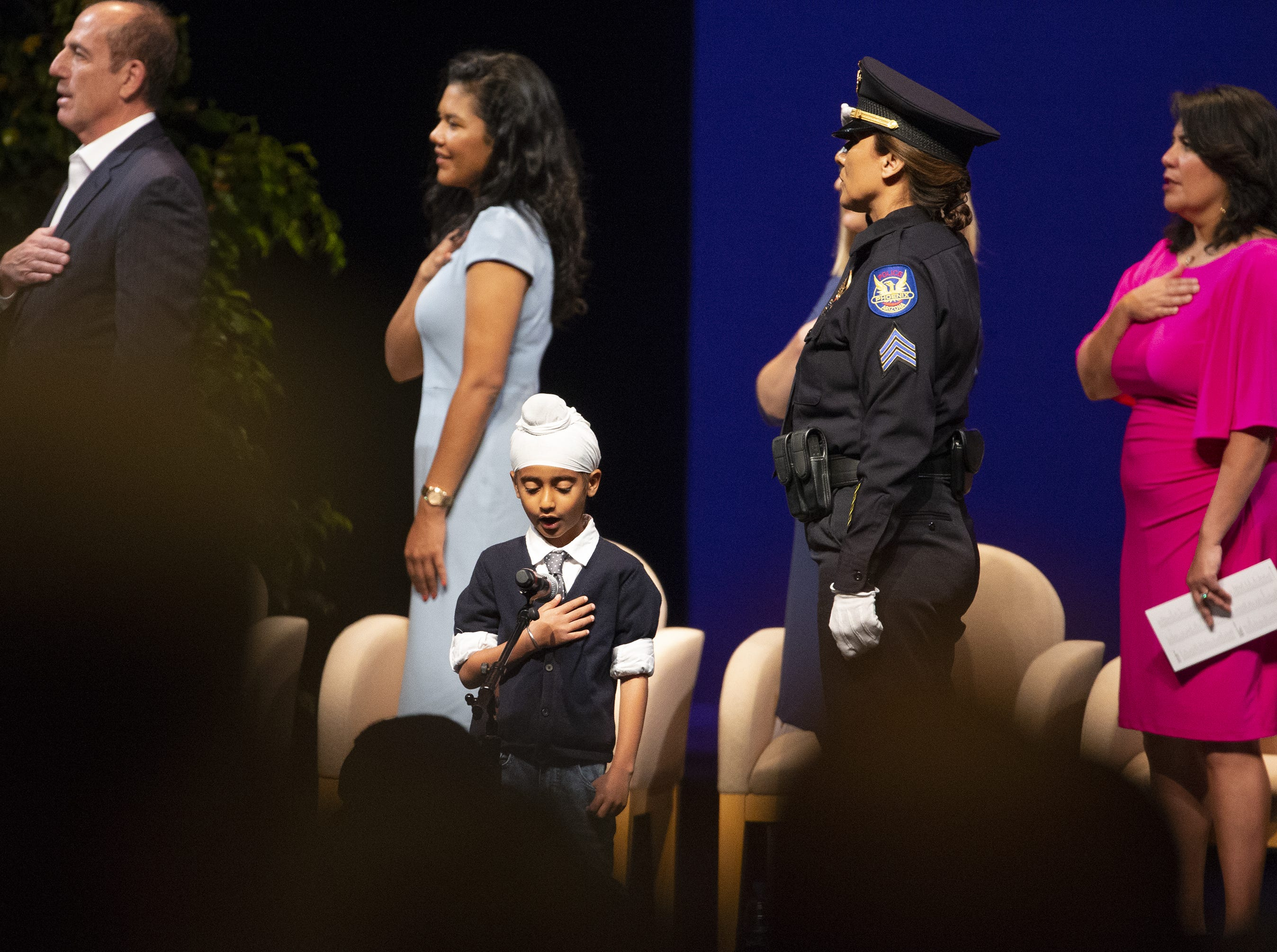 Anaik Singh Sachdev says the Pledge of Allegiance during Kate Gallego's inauguration ceremony as the new mayor of Phoenix on March 21 at the Orpheum Theatre, El niño Anaik Singh Sachdev dirige el juramento durante la ceremonia inaugural de Kate Gallego como nueva alcaldesa de Phoenix, el 21 de marzo de 2019 en el Orpheum Theatre.
