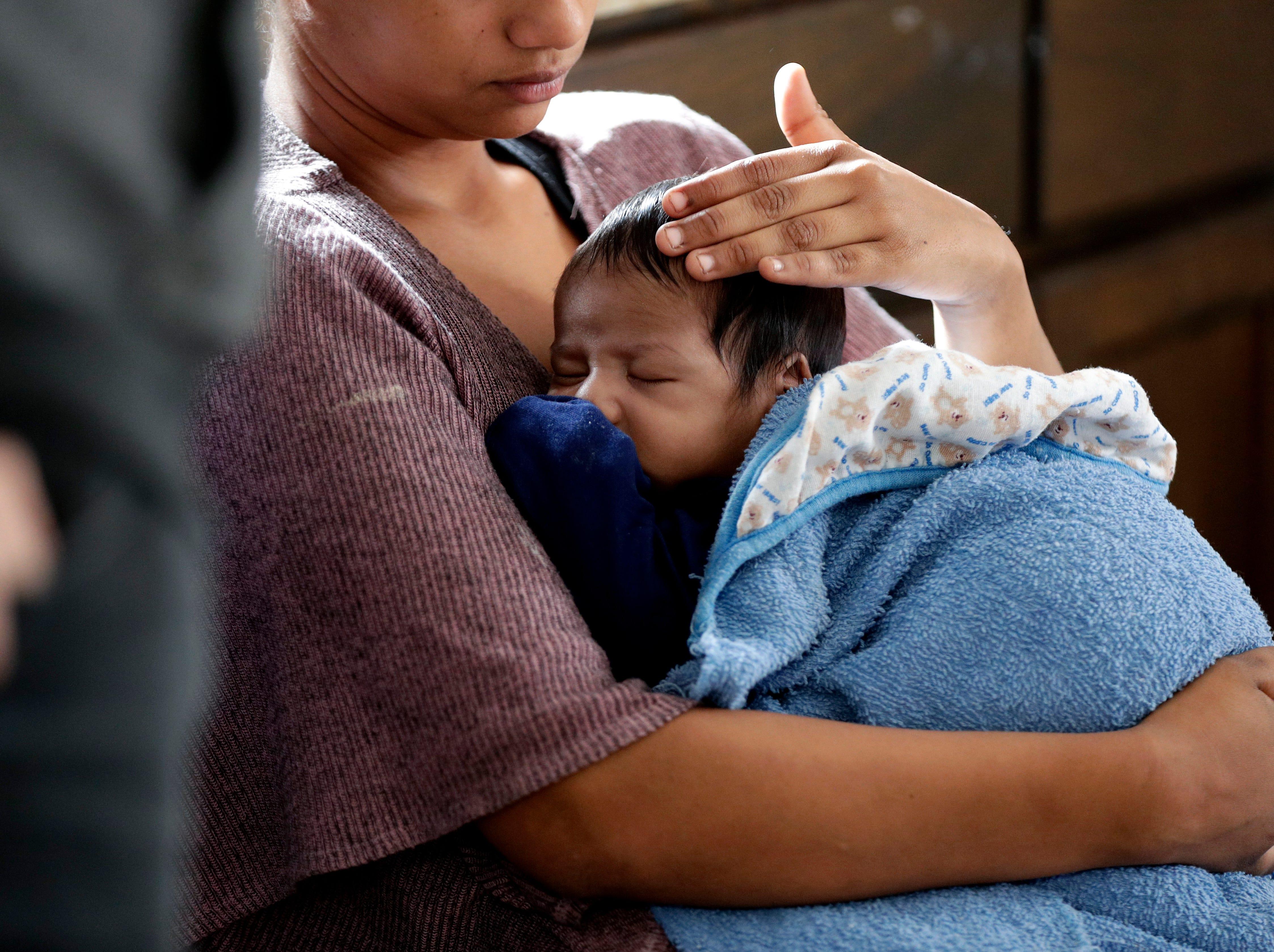 No se han dado a conocer los resultados de las autopsias de Jakelin Caal y Felipe Gómez Alonzo, pero Protección Fronteriza dijo que ambos sufrían de fiebre alta y náuseas cuando fueron hospitalizados.