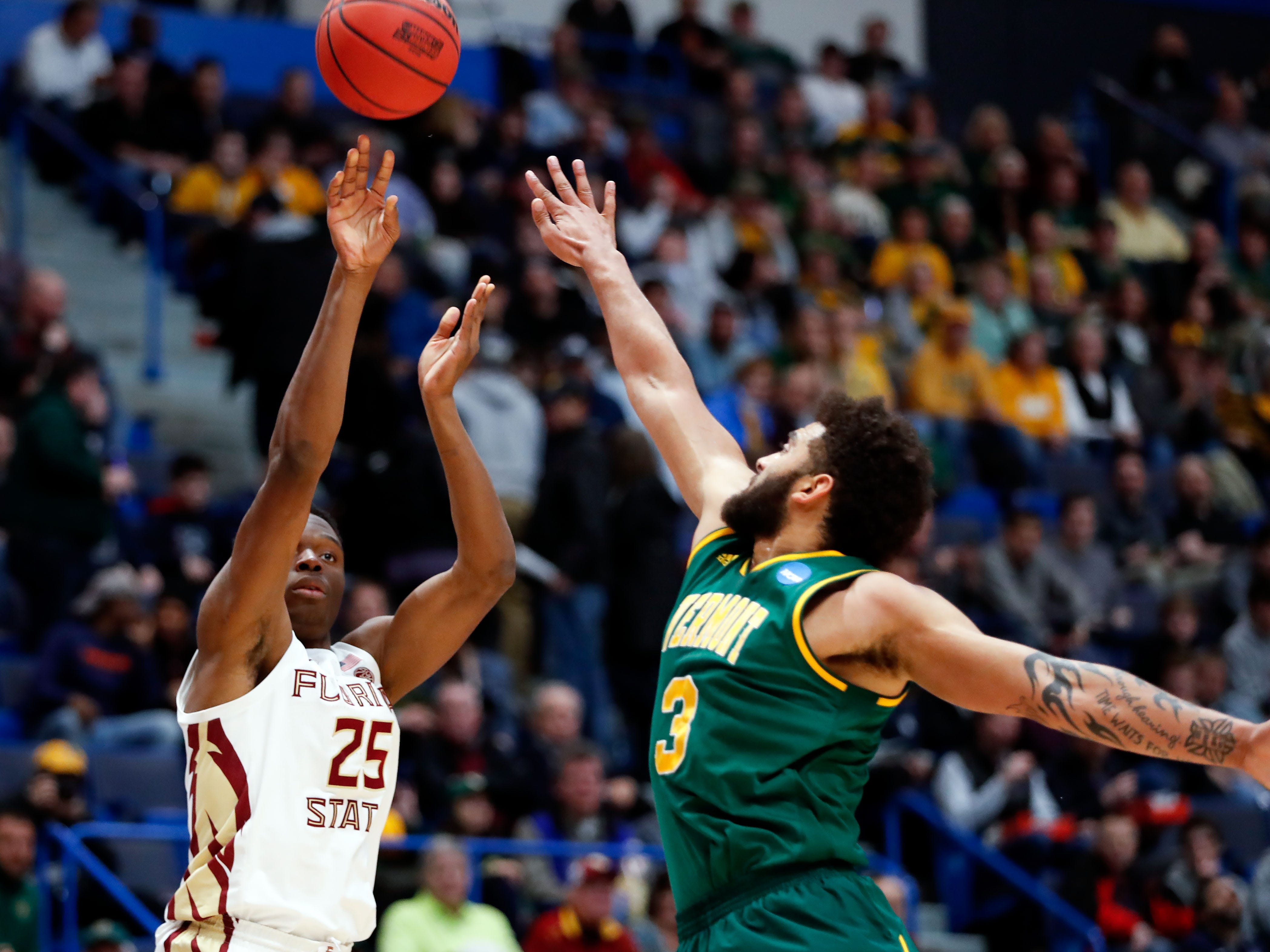 Mar 21, 2019; Hartford, CT, USA; Florida State Seminoles forward Mfiondu Kabengele (25) attempts a three point basket in front of Vermont Catamounts forward Anthony Lamb (3) during the first half of a game in the first round of the 2019 NCAA Tournament at XL Center. Mandatory Credit: David Butler II-USA TODAY Sports
