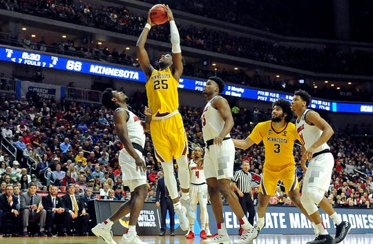 Minnesota center Daniel Oturu shoots the ball against Louisville during the first round of the 2019 NCAA tournament.