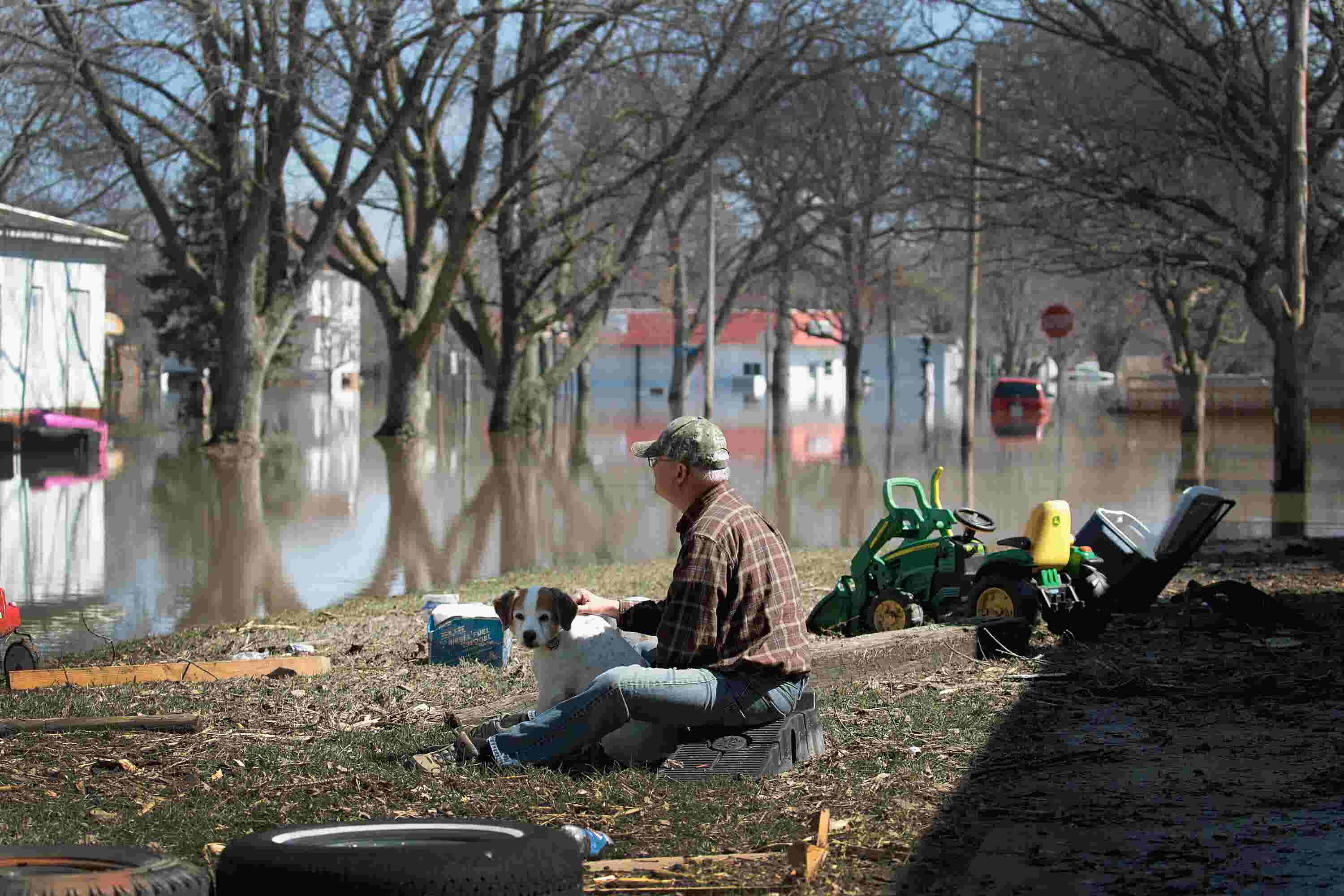 Midwest flood victims begin cleaning up