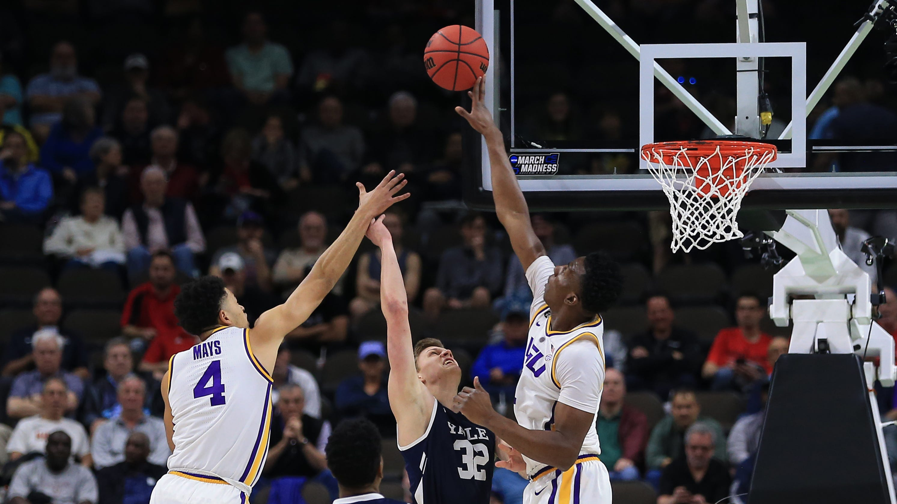 NCAA tournament live: Take in all the bracket-busters of March Madness as they happen here
