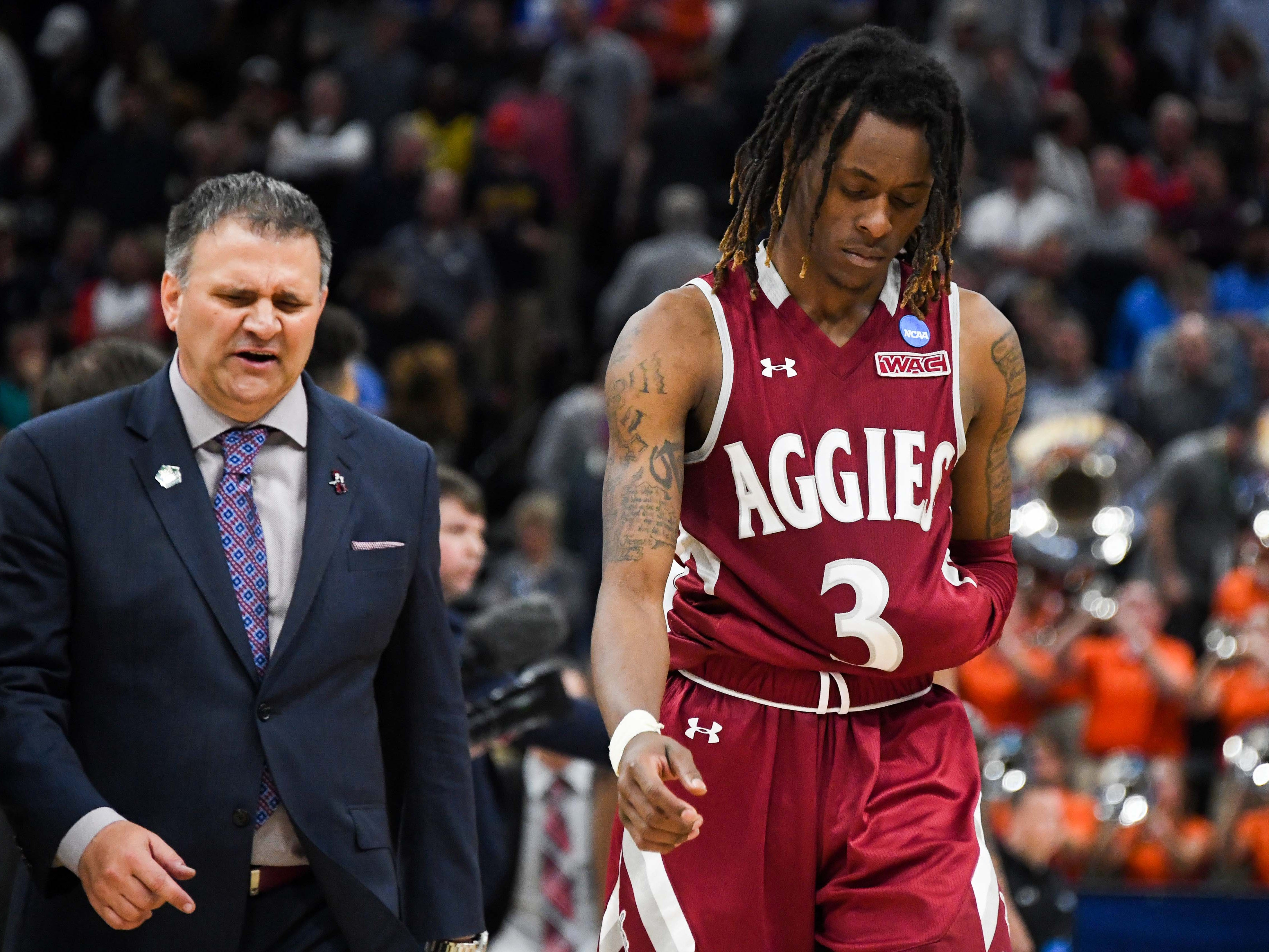 First round: No. 12 New Mexico State loses to No. 5 Auburn, 78-77.