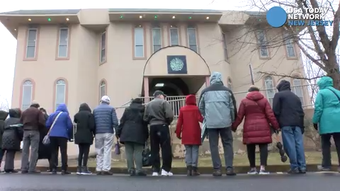 People from area temples and churches joined hands in a 'ring of peace' around the Masjid_Al-Aman in Middletown.