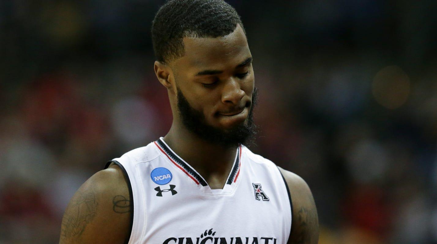 Cincinnati basketball junior Trevor Moore to transfer
