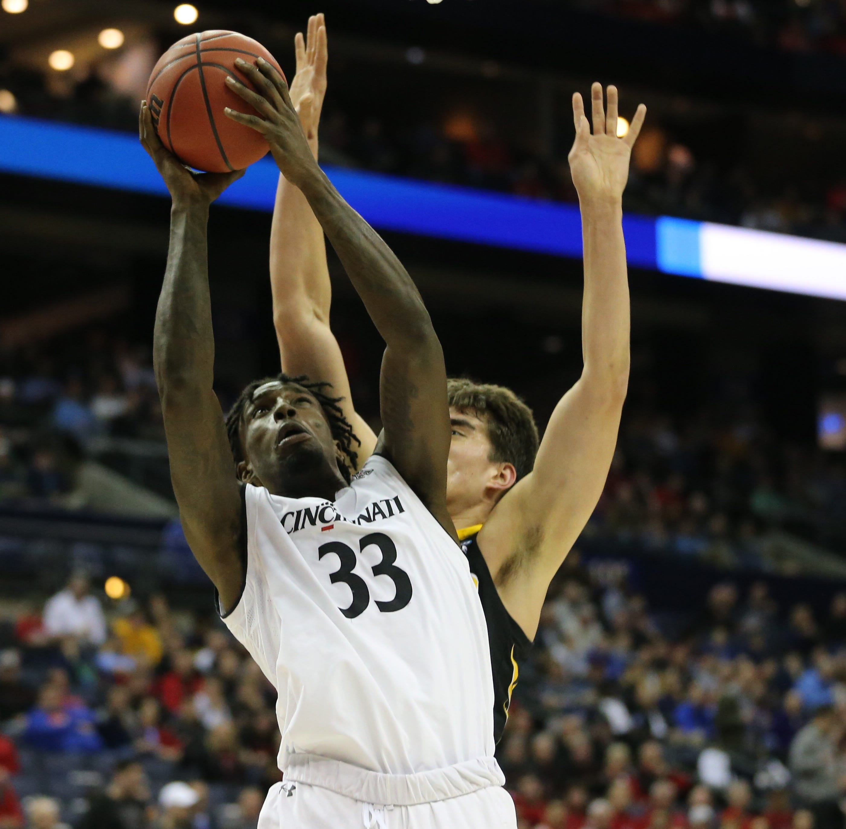 UC Bearcats, once up 13 against Iowa Hawkeyes, lose 79-72 in first round of NCAA Tournament