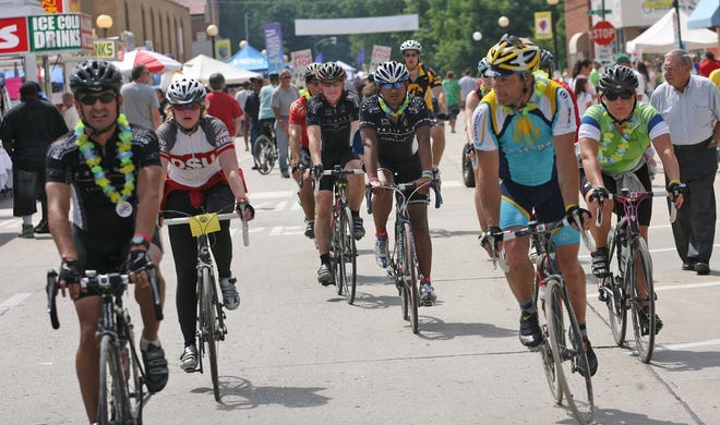 Riders enter the square as RAGBRAI arrived in Indianola, Tuesday, July 21, 2009. This year riders arrive July 23. (John Gaps III/The Register)