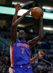 Detroit Pistons' Thon Maker scores against the Phoenix Suns in the second half at Talking Stick Resort Arena, March 21, 2019.