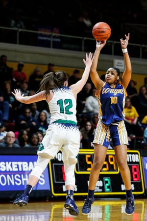 Wayne Memorial's Jeanae Terry (10) makes a jump shot against Saginaw Heritage's Mallory McCartney (12) during the first half of MHSAA girls Division 1 semifinal at Van Noord Arena in Grand Rapids, Friday, March 22, 2019.