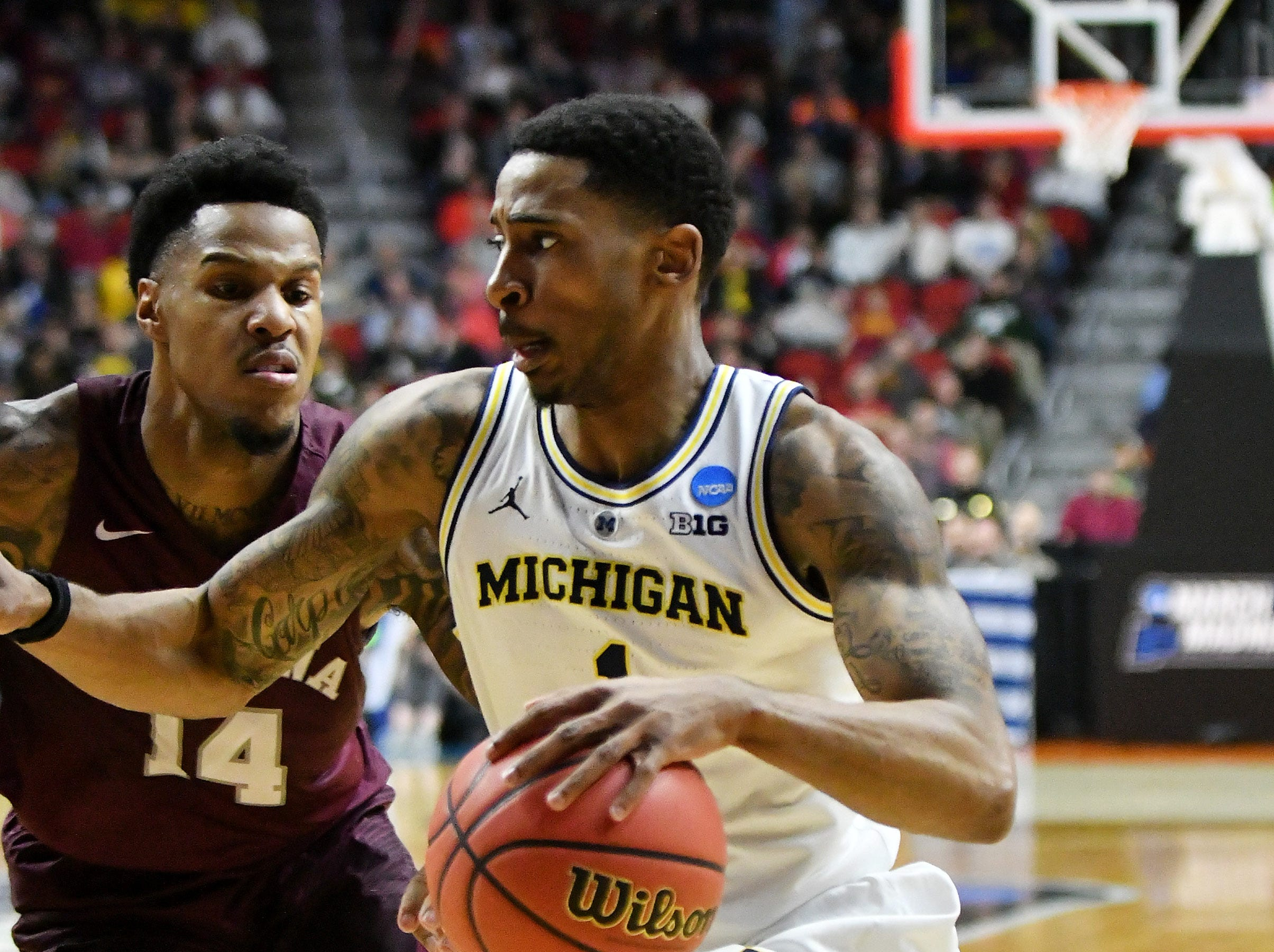 Montana guard Ahmaad Rorie (14) guards Michigan guard Charles Matthews (1) in the first half in the 74-55 win over Montana for Round 1 of the NCAA Tournament at Wells Fargo Arena in Des Moines, Iowa on March. 21, 2019.  Michigan wins, 74-55.
