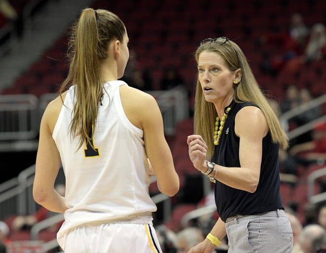Michigan head coach Kim Barnes Arico talks with guard Amy Dilk during the second half Friday.