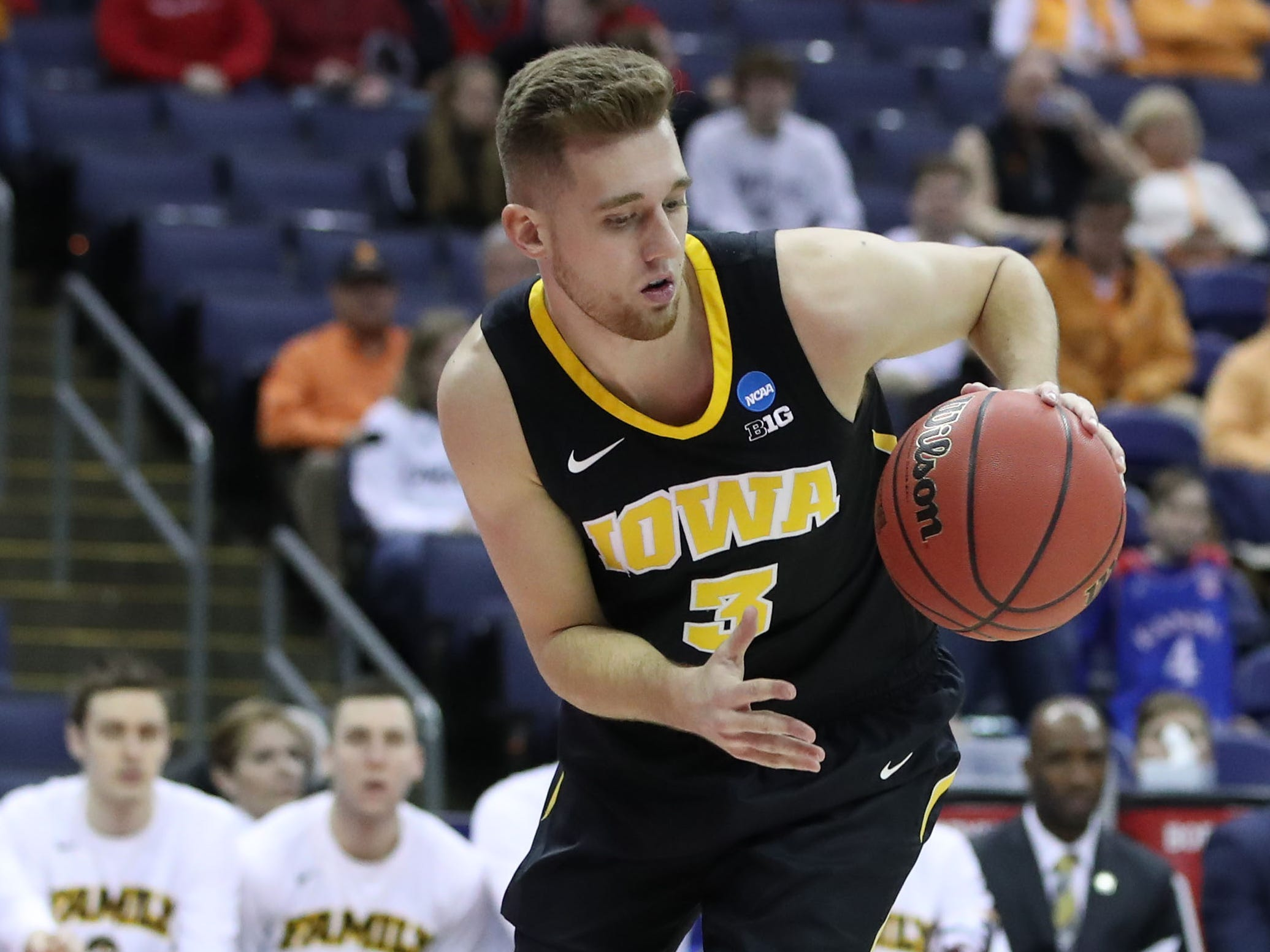 Iowa Hawkeyes guard Jordan Bohannon (3) dribbles the ball in the first half against the Cincinnati Bearcats in the first round of the 2019 NCAA Tournament at Nationwide Arena on March 22, 2019.