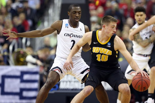 Hawkeyes guard Joe Wieskamp (10) looks to move down the court defended by Cincinnati Bearcats guard Keith Williams (2) in the first round of the 2019 NCAA Tournament at Nationwide Arena on March 22, 2019.