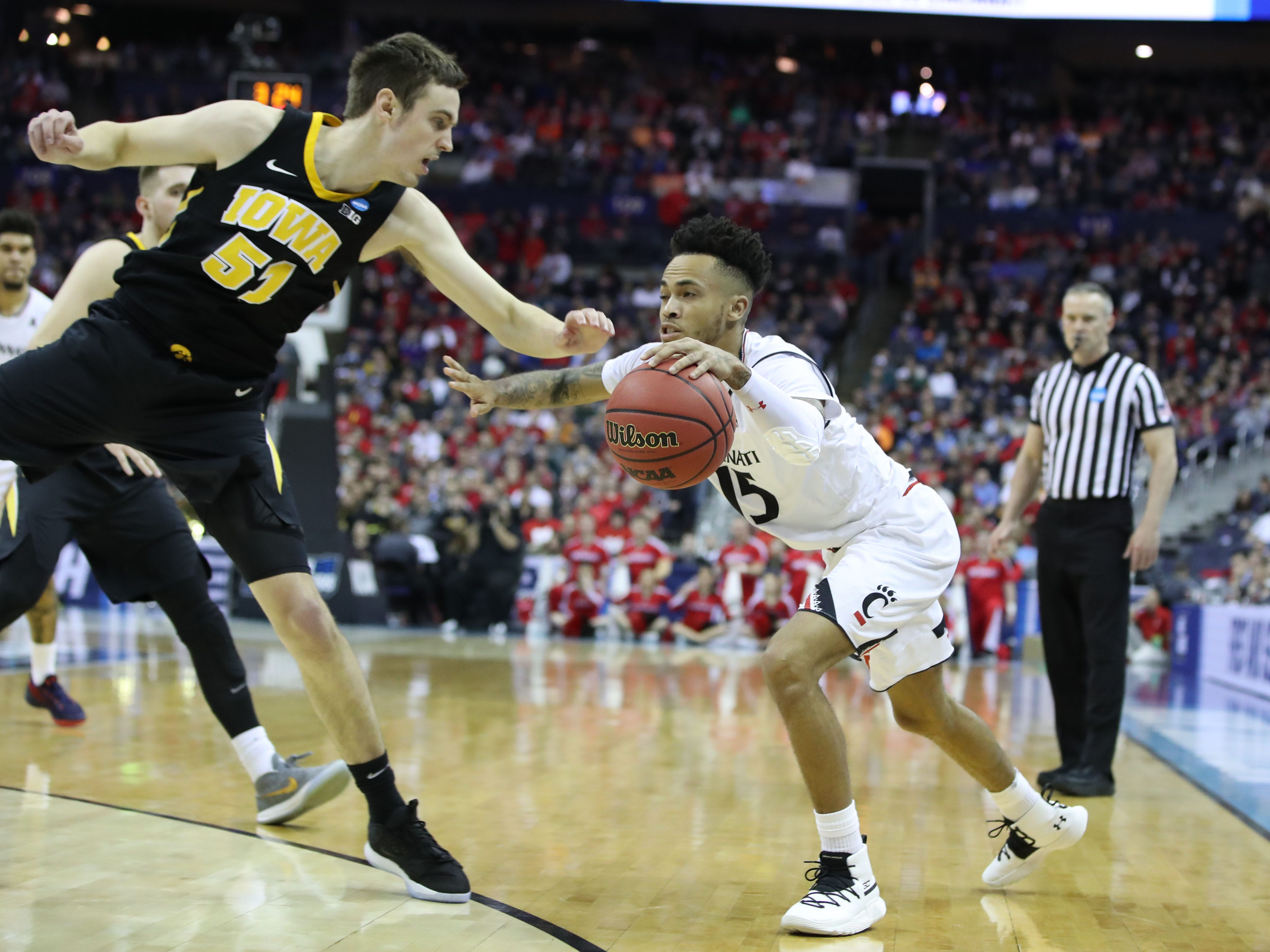 Cincinnati Bearcats guard Cane Broome (15) drives down to the basket defended by Iowa Hawkeyes forward Nicholas Baer (51) in the first half in the first round of the 2019 NCAA Tournament at Nationwide Arena on March 22, 2019.