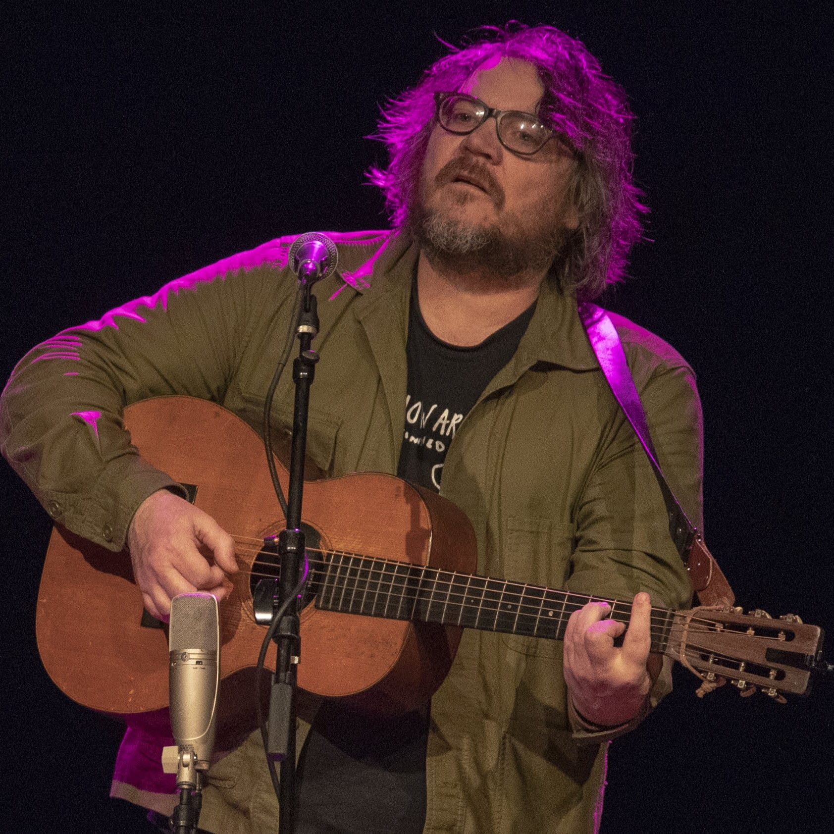 Jeff Tweedy balances the sincere and surreal in solo show