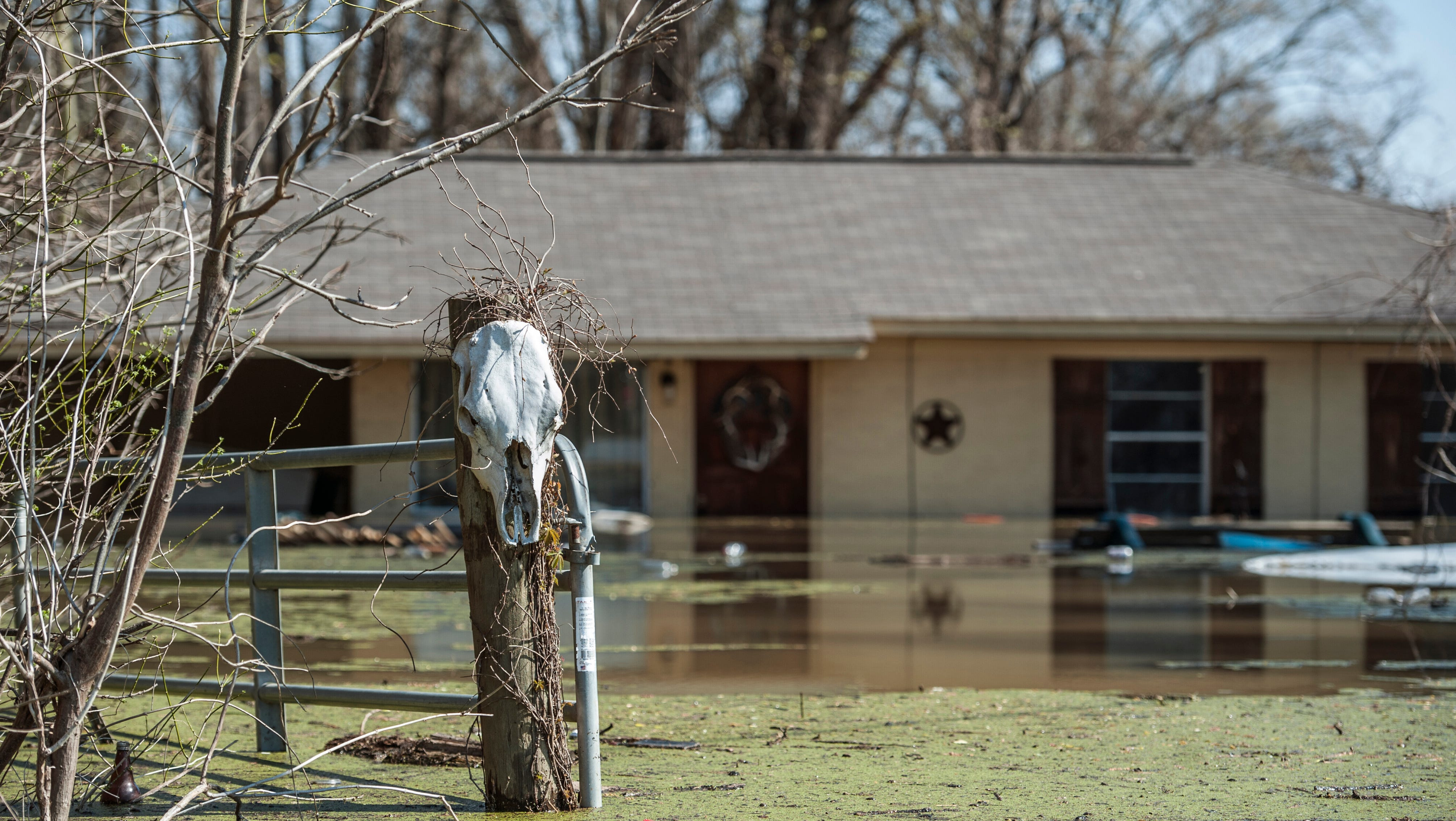 Mississippi flooding takes toll; state of emergency declared