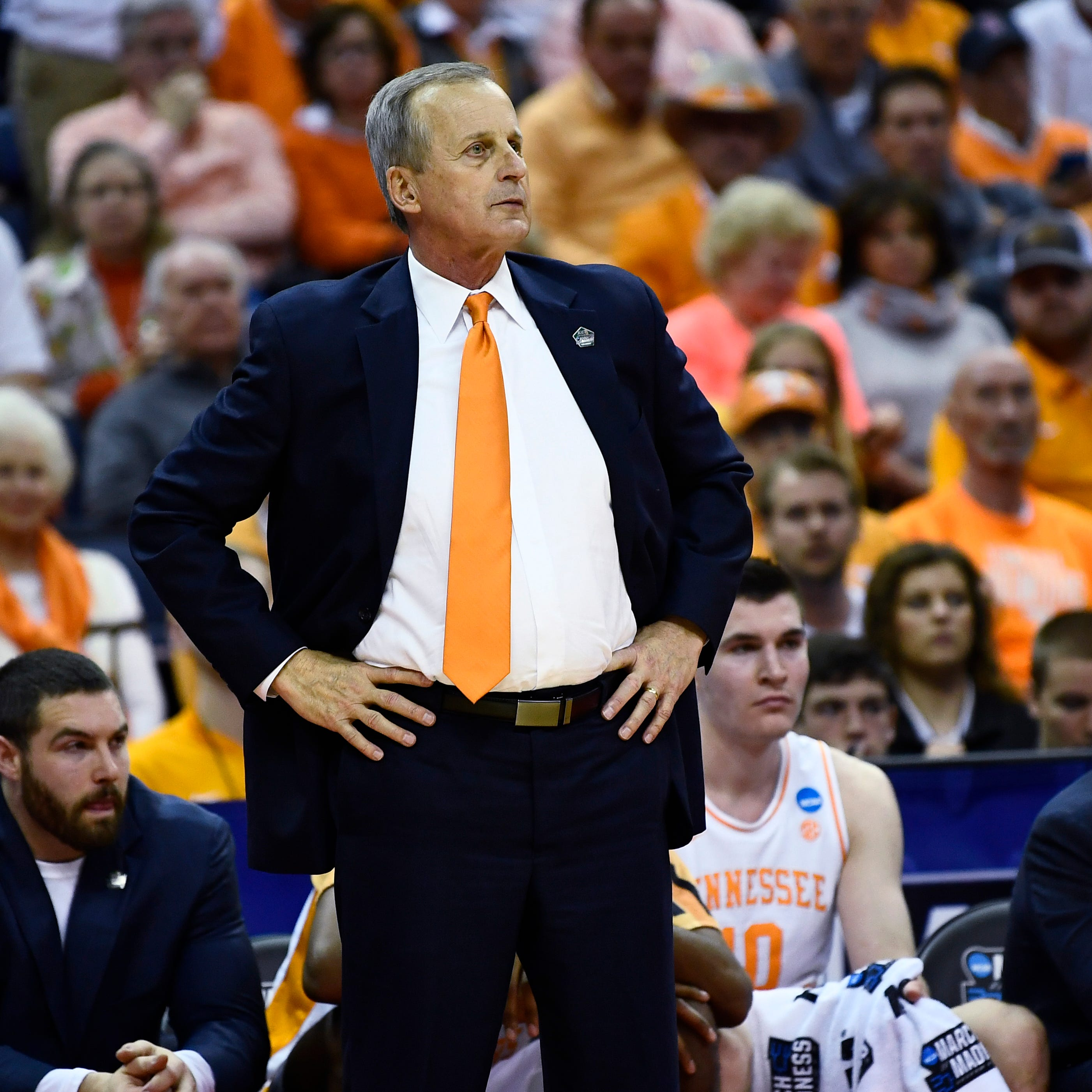 Tennessee basketball coach Rick Barnes reportedly a candidate for UCLA job