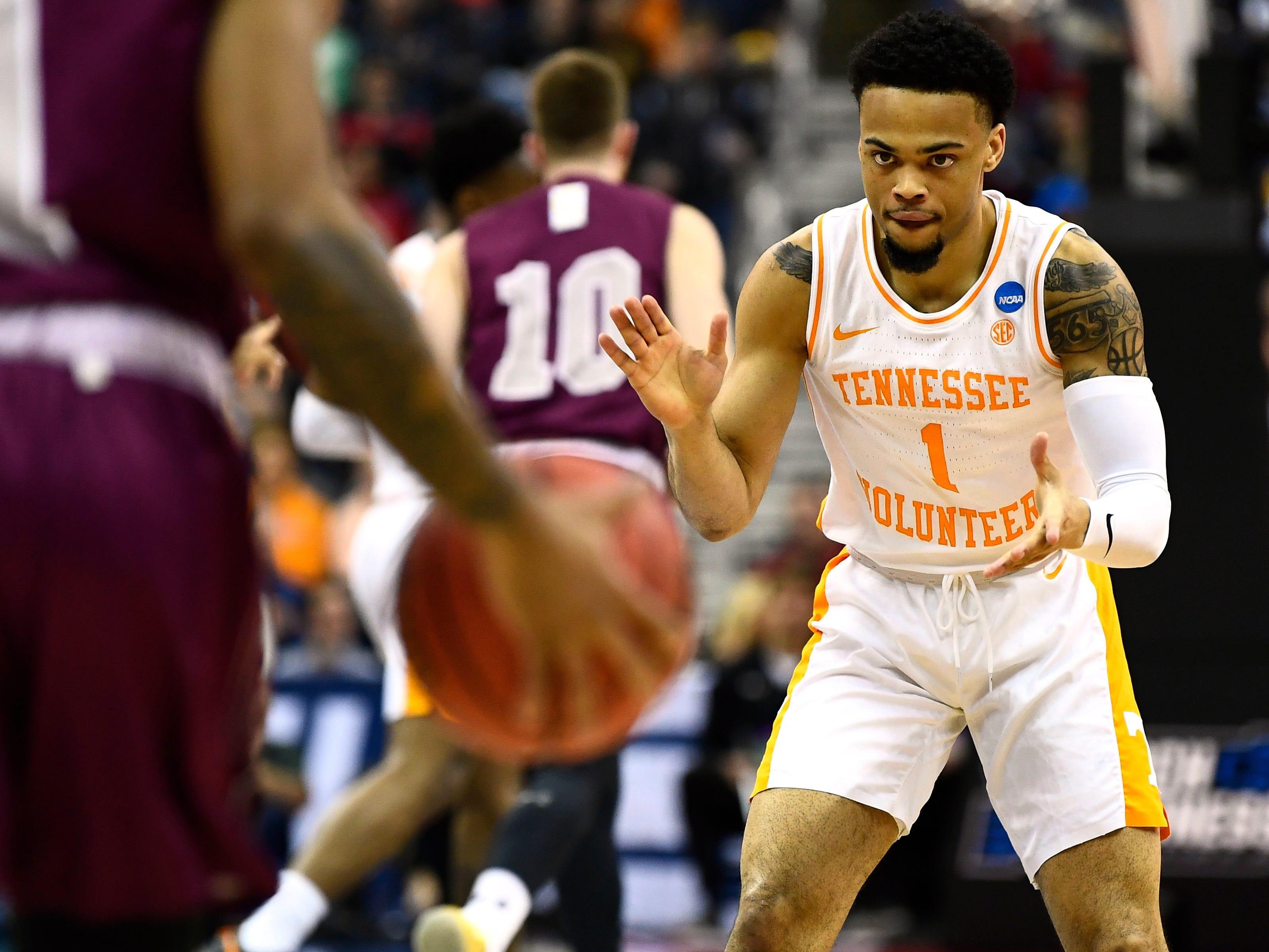 Tennessee guard Lamonte Turner (1) claps his hands as he begins to defend Colgate guard Jordan Burns (1) during the the first round game of the NCAA Tournament at Nationwide Arena in Columbus, Ohio, on Friday, March 22, 2019.