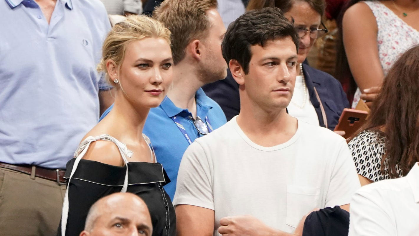 Model Karlie Kloss and husband Joshua Kushner courtside for Grizzlies vs. Warriors game at FedExForum