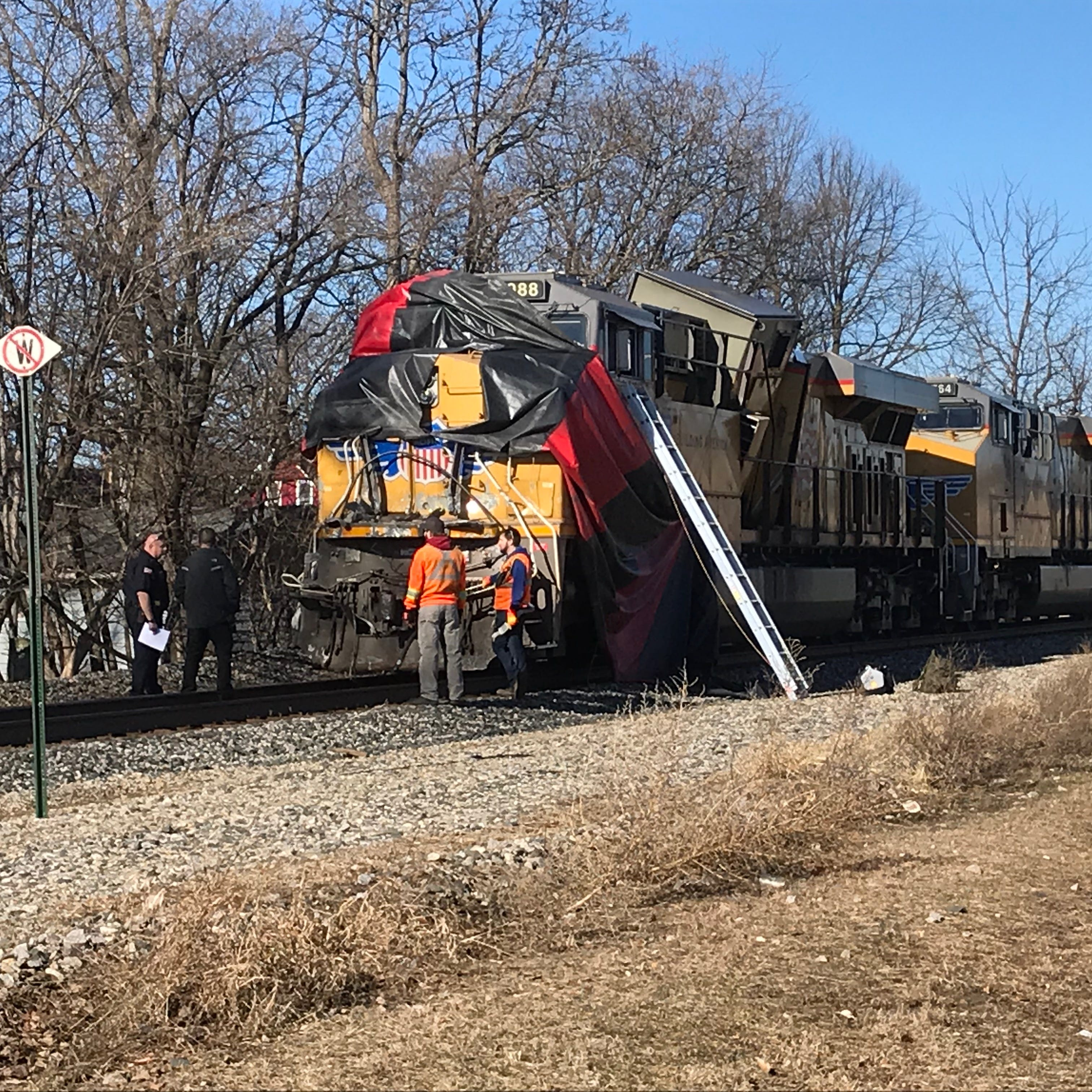 Only minor injuries reported after freight train/semi crash in Oconomowoc