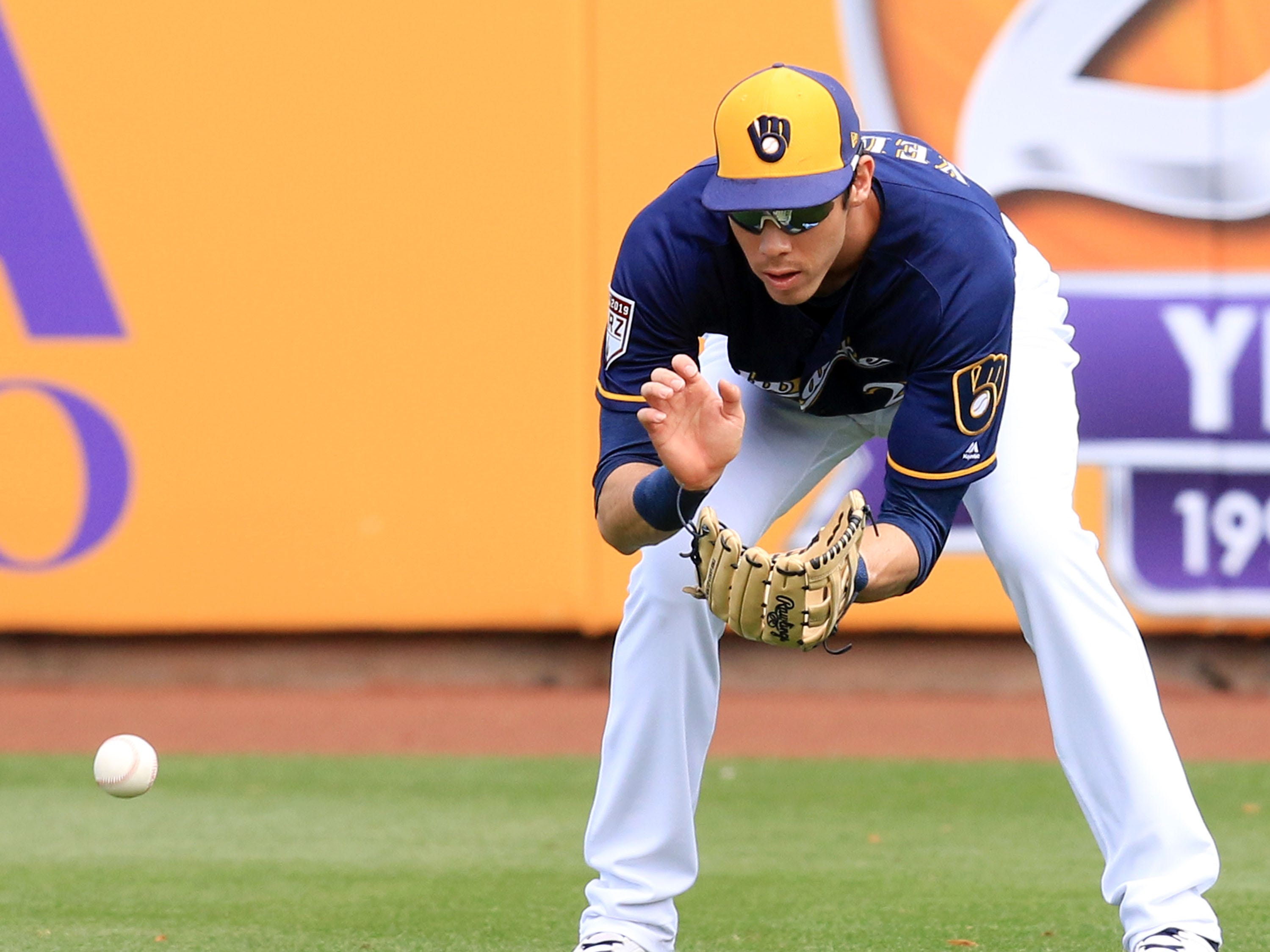 Brewers rightfielder Christain Yelich fields a base against the Dodgers on Thursday.