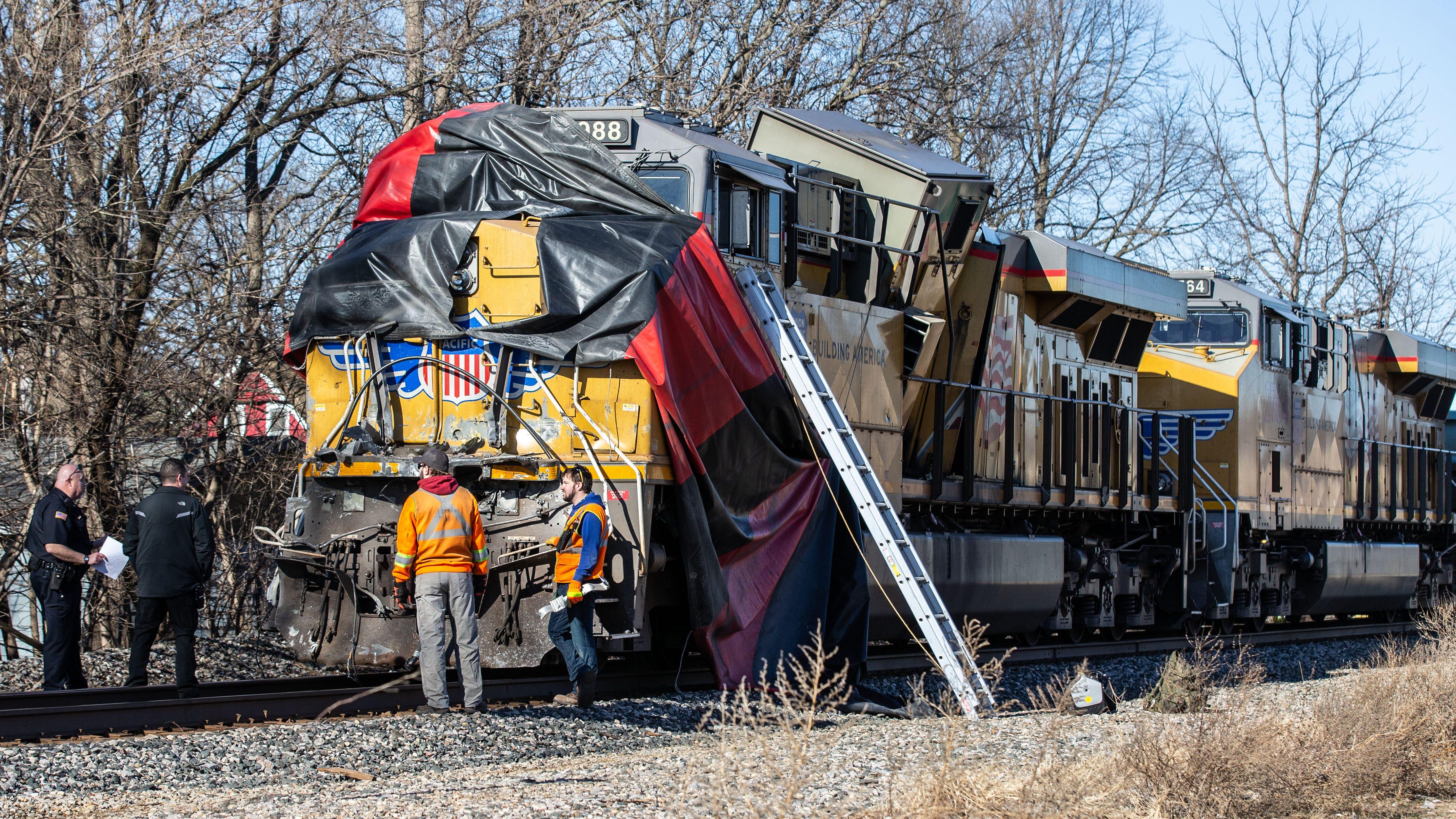 Freight train collides with semi-trailer truck in Oconomowoc