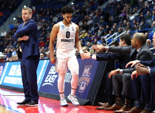 A crestfallen Markus Howard heads to the Marquette bench in the closing moments of the Golden Eagles' loss to Murray State on Thursday.