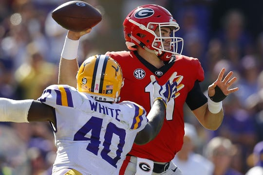 BATON ROUGE, LA - OCTOBER 13: Jake Fromm #11 of the Georgia Bulldogs throws the ball as Devin White #40 of the LSU Tigers defends during the first half at Tiger Stadium on October 13, 2018 in Baton Rouge, Louisiana.