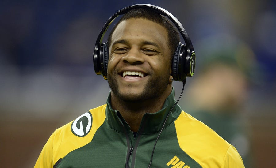 Randall Cobb signed his deal with the Dallas Cowboys Thursday.