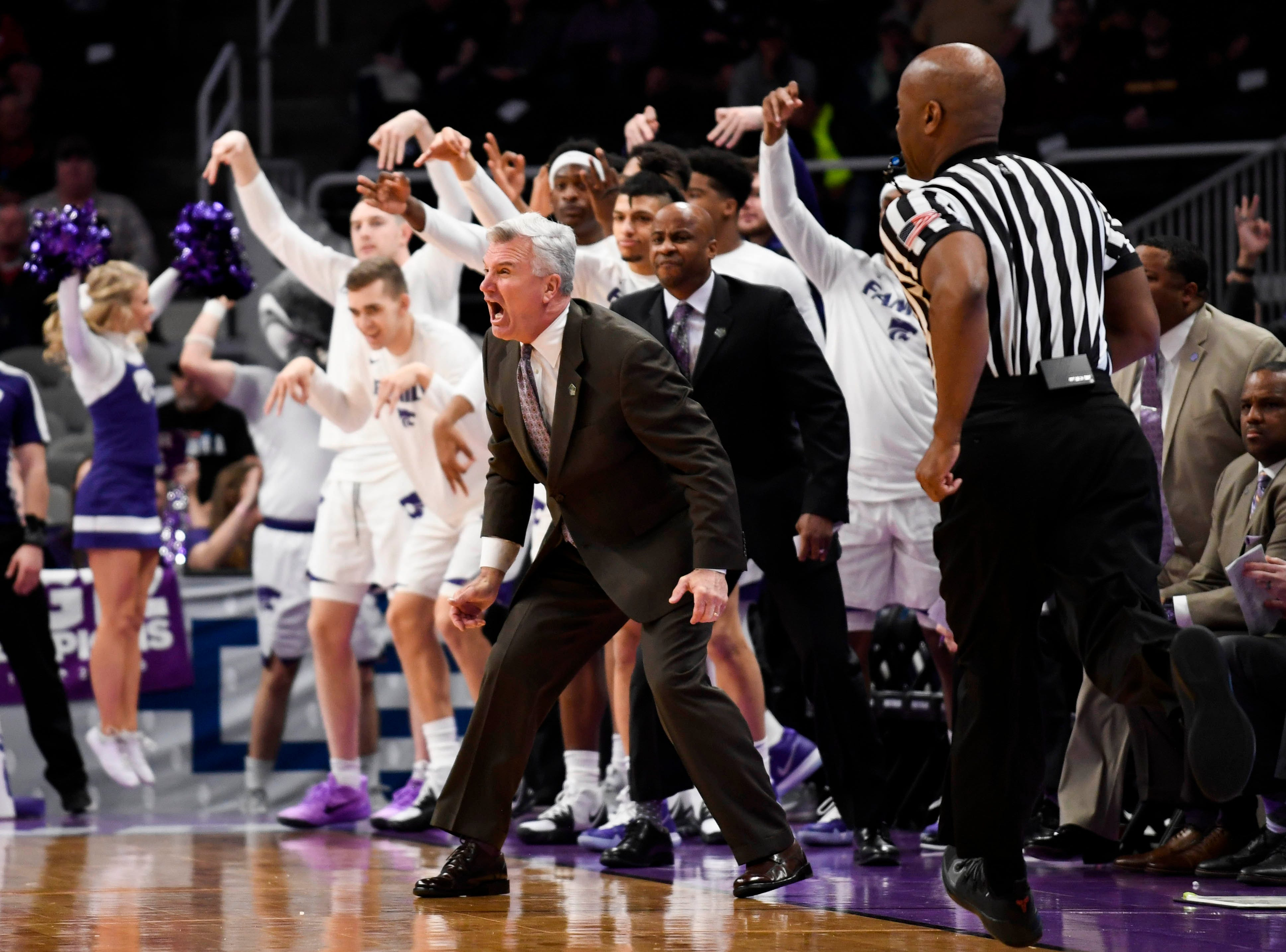 Mar 22, 2019; San Jose, CA, USA; Kansas State Wildcats head coach Bruce Weber reacts with his team during the first half in the first round of the 2019 NCAA Tournament against the UC Irvine Anteaters at SAP Center. Mandatory Credit: Kelley L Cox-USA TODAY Sports