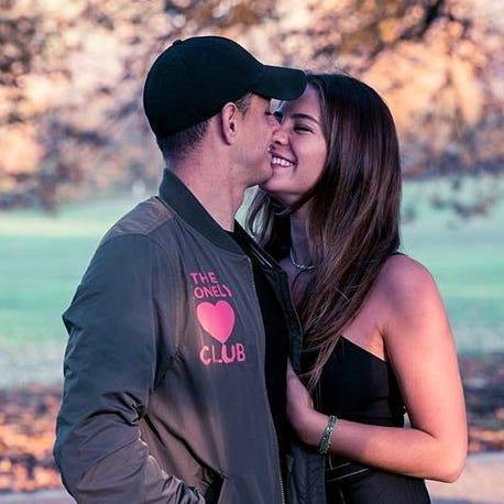 Se casa 'Chicharito' en secretocon su novia Sarah Kohan