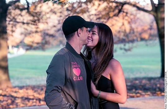 """Javier """"Chicharito"""" Hernández (izq.) y Sarah Kohan (der.) anunciaron en enero que esperan la llegada de su primer hijo."""
