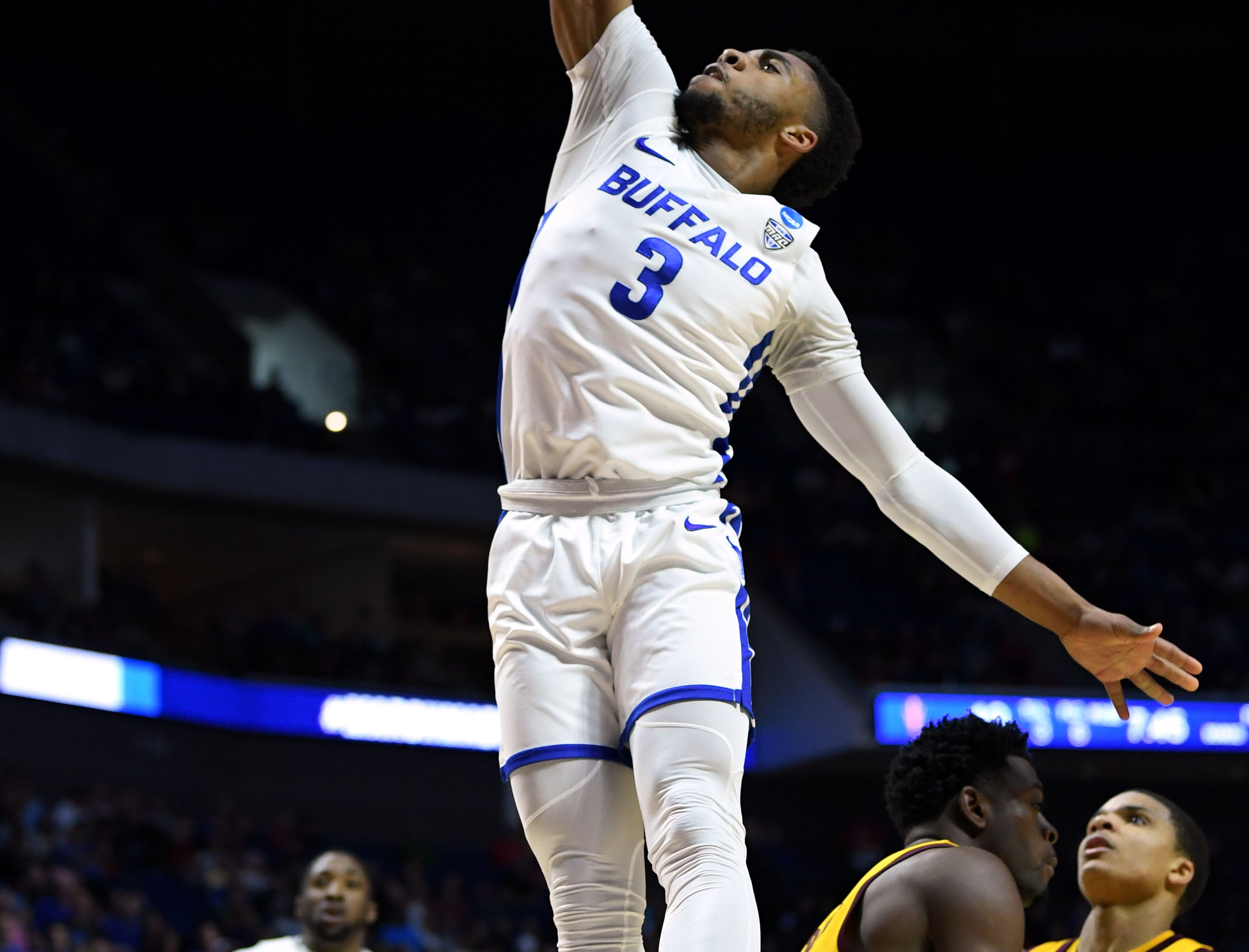 TULSA, OKLAHOMA - MARCH 22:  Jayvon Graves #3 of the Buffalo Bulls dunks the ball against the Arizona State Sun Devils during the first half of the first round game of the 2019 NCAA Men's Basketball Tournament at BOK Center on March 22, 2019 in Tulsa, Oklahoma. (Photo by Harry How/Getty Images)