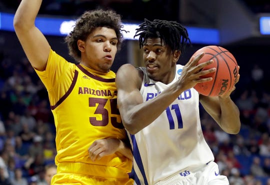 Buffalo's Jeenathan Williams (11) drives around Arizona State's Taeshon Cherry during the first half of a first round men's college basketball game in the NCAA Tournament Friday, March 22, 2019, in Tulsa, Okla. (AP Photo/Jeff Roberson)