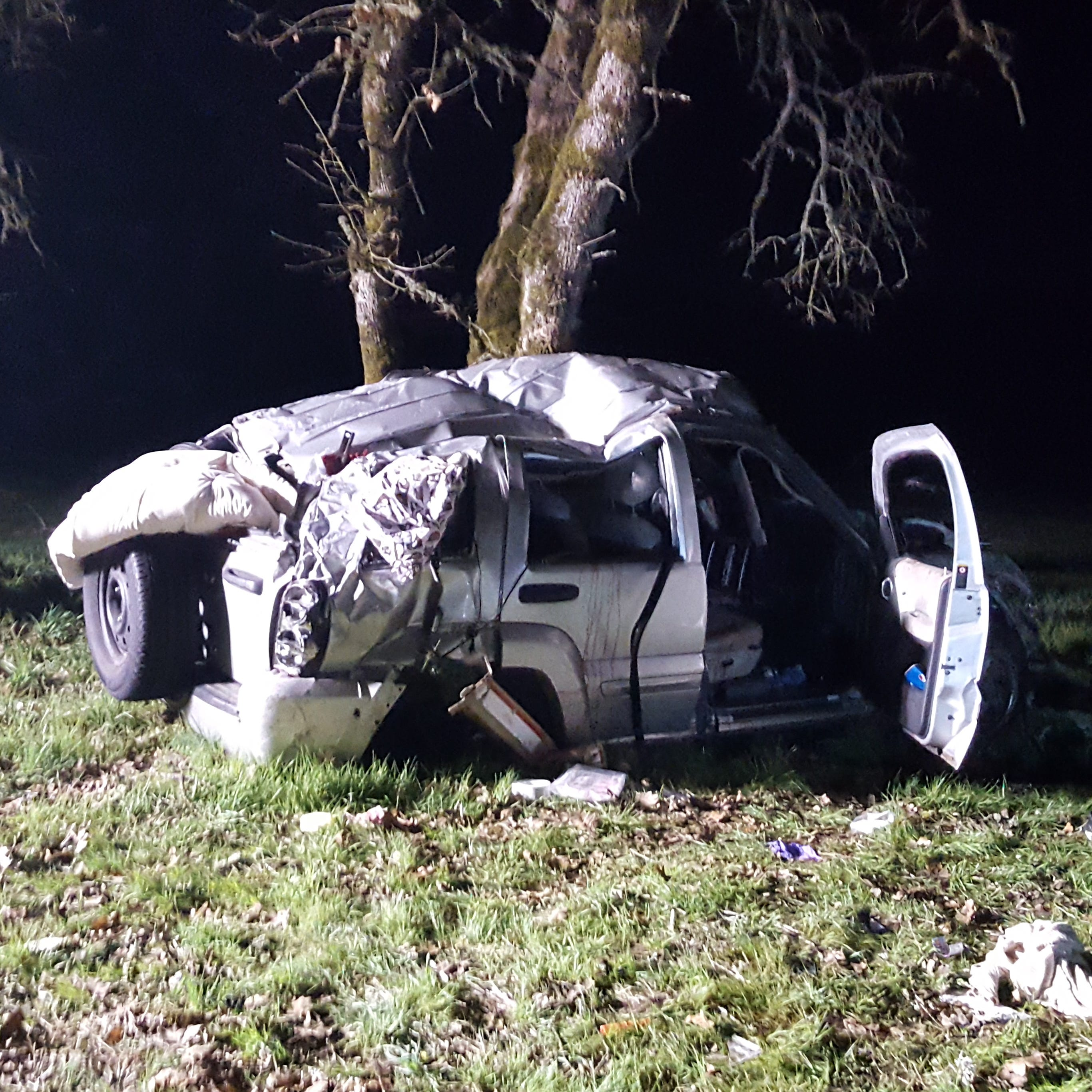 One dies after robbery suspects flee from police near I-5 south of Salem